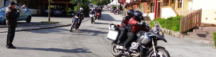 Motorradurlaub Alpen: Motorrad Touren